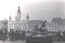 Tanky v Budějovicích. Příjezd okupantů do města sledovali  obyvatelé s velkou nevolí.