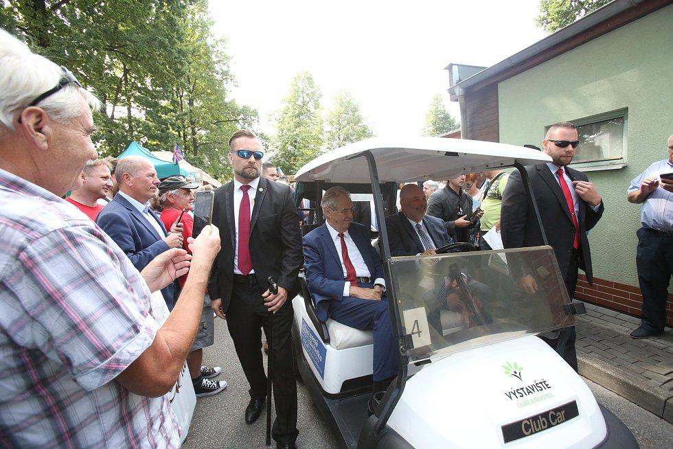 46. ročník tradiční Země živitelky byl odstartován slavnostním zahájením za účasti Miloše Zemana a Václava Klause.
