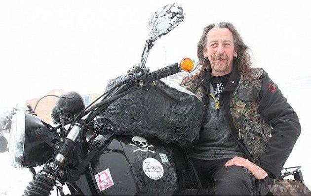 Těžké motorky míří do Bavorského lesa.