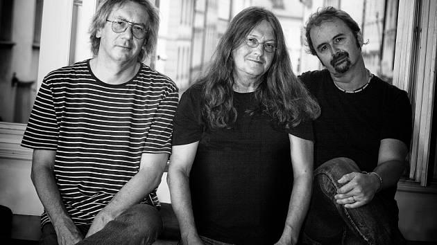 Ivan Hlas trio. Zleva Jaroslav Olin Nejezchleba, Ivan Hlas a Norbi Kovács.