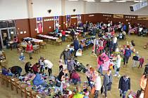 V sobotu se v Nových Hradech uskutečnil 6. ročník burzy dětského oblečení.