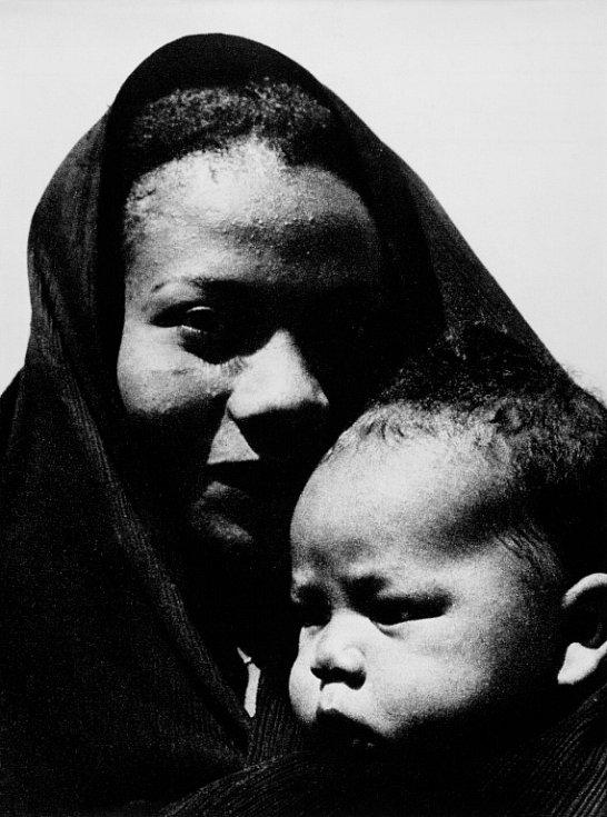 Národní muzeum fotografie v Jindřichově Hradci slaví 10 let a otevřelo 10 výstav, které potrvají do 30. září. Snímek Černá madona, 1958.