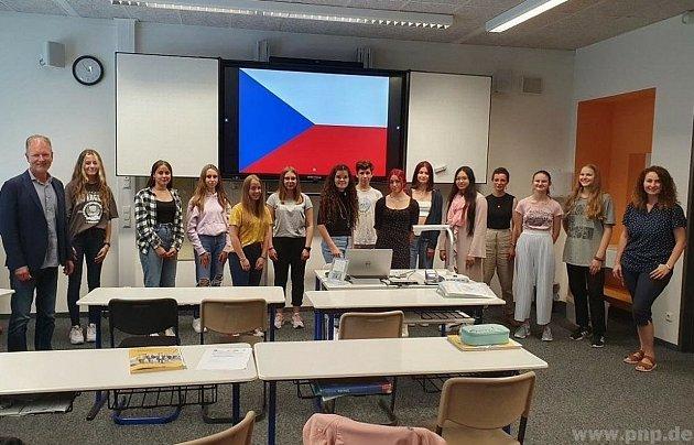 Učili se trošku česky.
