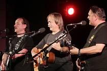 Vlasta Redl, Slávek Janoušek a Jaroslav Samson Lenk (zleva) odehráli 27. dubna 2014 v DK Metropol poslední koncert svého posledního turné.