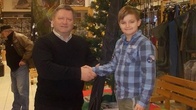 S prutem, který Josefu Šimánkovi předal Vladimír Nedorost, prý rybaření půjde jedna báseň.