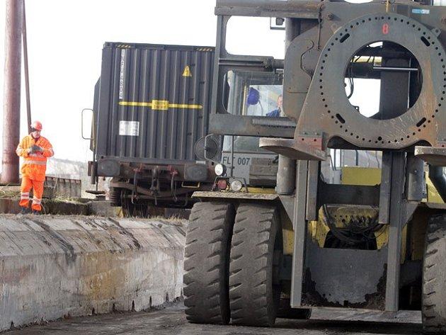 Nová vlečka v areálu bývalého závodu na zpracování uranové rudy v Mydlovarech.