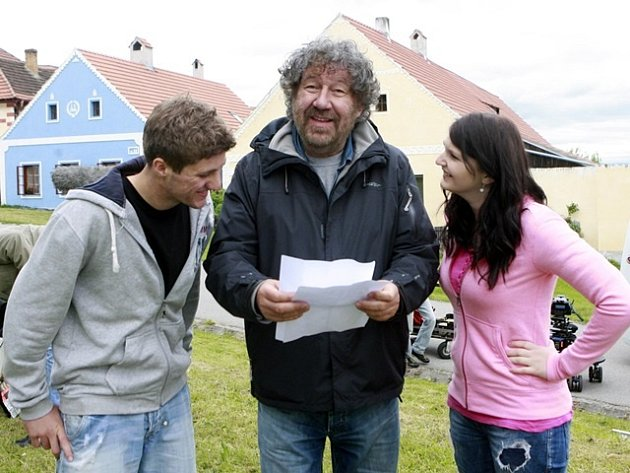 Výherci soutěže Deníku Tomáš Adam a Lenka Švejdová si zahráli v komparzu a od režiséra dostali cenné rady.