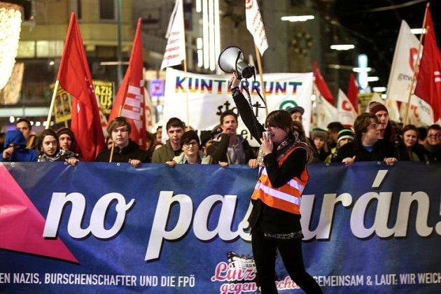 Z demonstrace proti buršákům v Linci.