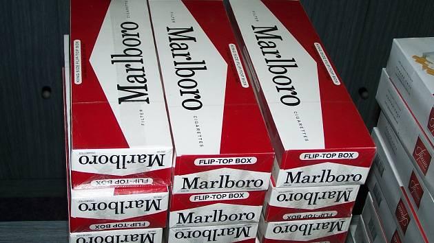 Zloděj ukradl více než šest set kartonů cigaret. Ilustrační foto.
