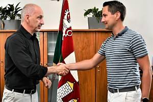 Hejtman Matrin Kuba (vlevo) navrhne na pozici ředitele krajského úřadu JUDr. Lukáše Glasera.