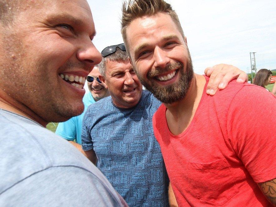 Hokejisté se dobře bavili a pomohli Pavlu Hronkovi