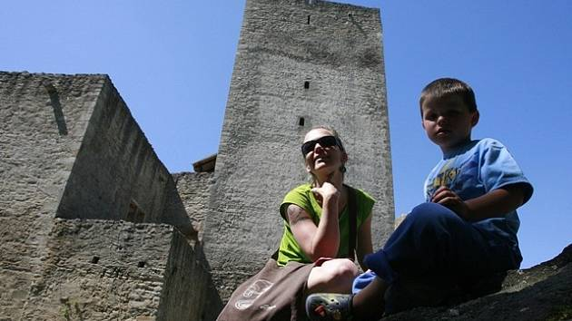 Turisté na zřícenině hradu Landštejn. Ilustrační foto.