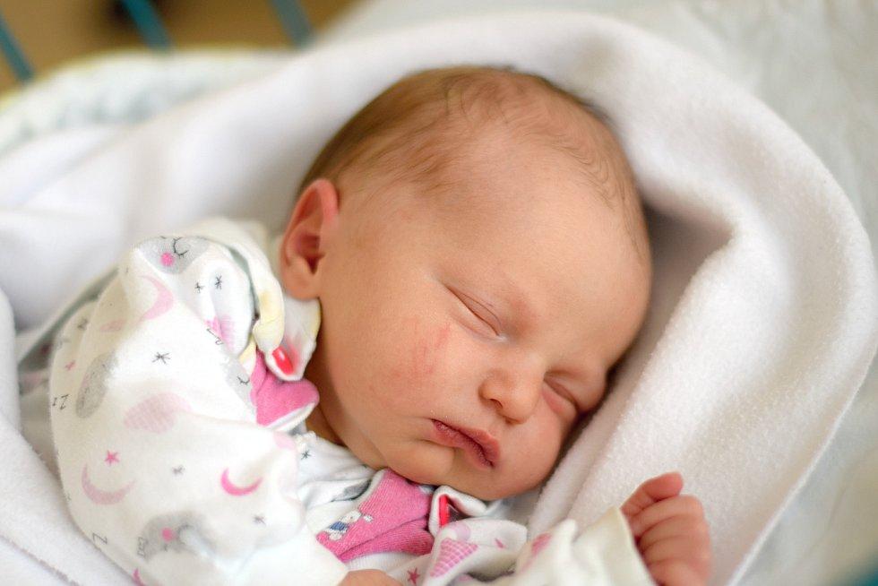 Rodiče z Českých Budějovic přivítali 26. 8. 2019 na světě svou dceru Emu Surminovou. Narodila se ve 22.45 h. Váha po porodu ukazovala 3,30 kg. Foto: Ilona Lonsmínová