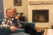 Lidem hraje ze svého obýváku houslista Pavel Šporcl. Další živý stream se bude konat ve středu 18. března ve 20 h.