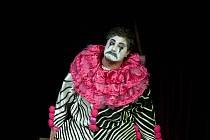 Opera Komedianti na otáčivém hledišti v Českém Krumlově. Na snímku José Cura jako Canio.