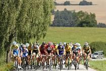 PELOTON. Čeští i zahraniční cyklisté budou po dobu pěti dnů brázdit jihočeské silnice. Dohromady najezdí 668 kilometrů.