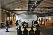 První kulturní industriální prostor v Jihočeském kraji zahájil 23. října provoz v objektu bývalého českobudějovického podniku Sfinx. V někdejší výrobní hale vznikl klub, který je v závislosti na kompozici scény určen až pro 400 návštěvníků.