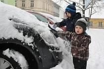 Sníh 23. února v Českých Budějovicích. Lipenská ulice.