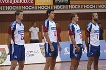 Jakub Veselý (druhý zleva, zcela vlevo Štokr, vpravo od Veselého Ticháček a Holubec) je oporou reprezentace. Na souboj jeho Cunea a Jihostroje ČB v Lize mistrů se prý moc těší.