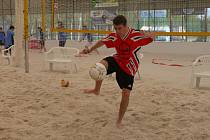 Středoškoláci bojovali v prvním ročníku poháru v beachfotbalu