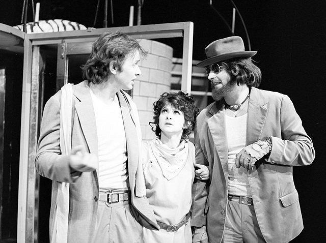V inscenaci Co je ti, Hermínko v roce 1985 s Erikem Taberym a Jiřím Šestákem.