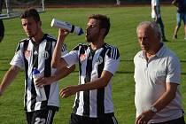 Filip Vaněk (vlevo) po zápase v Č. Krumlově s Buchvaldkem a trenérem Ciprem.