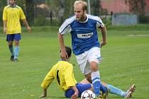 Fotbalisté Dolního Bukovska (v modrém) přehráli v I.B třídě České Velenice 4:1.