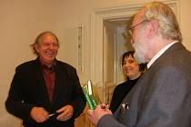 Hynek Klimek (vlevo) a Radko Chodura při křtu knihy Šumava - Prachaticko