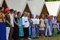 Na dětský tábor v Nesměni zavítal v pátek i ministr zdravotnictví.