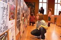 Včera na českobudějovické radnici skončila kampaň Na kolo s přilbou. A děti, které kreslily obrázky na téma bezpečí na kole a vyhrály celoroční soutěž, tak byly odměněny dárky z rukou náměstkyně primátora Ivany Popelové.