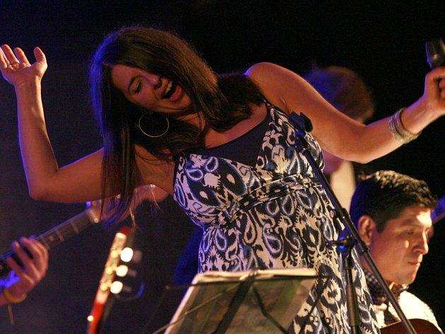 Světově oblíbená polsko-kubánská vokalistka Yvonne Sanchez vystoupila 17.srpna se svým bandem v jedinečném prostředí zámeckých Arkád ve Vimperku, kde se blíží do finále již tradiční projekt Léto pod Boubínem. Na čtvrtek 20. srpna je v programu nachystané