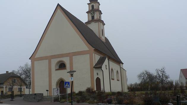 Dominantou Ševětína je původně gotický kostel sv. Mikuláše