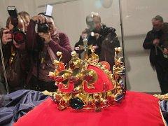 Kopie Svatováclavské koruny je v Budějovicích k vidění do 17. listopadu.