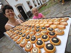 Ve čtvrtek vrcholily přípravy na Selské slavnosti v Holašovicích.