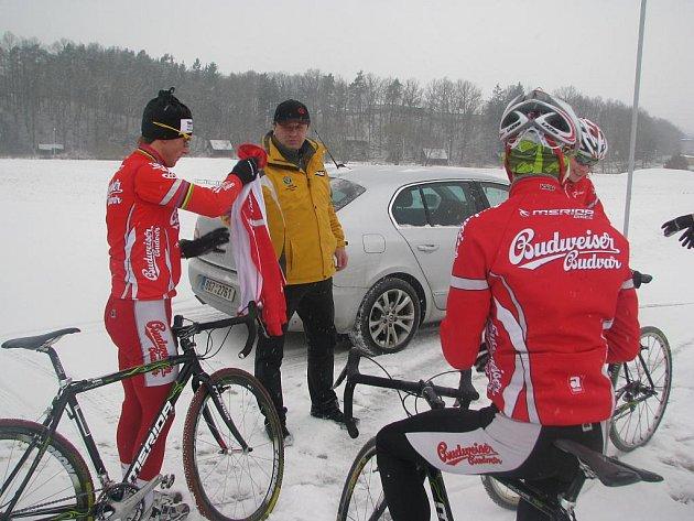 Martin Bína z Budvaru Tábor (vlevo s trenérem Petrem Kloučkem) pojede na domácí trati MS 2010.