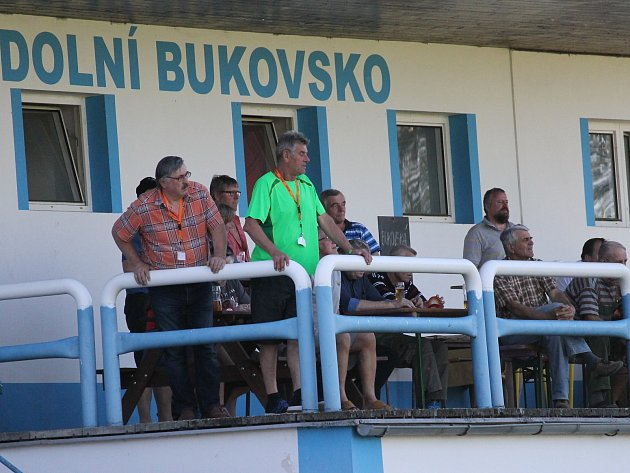 Fotbalisté Dolního Bukovska zdolali vsobotu Mladou Vožici 2:0 (2:0), skórovali Zahradník a Klika.