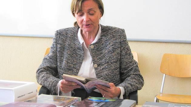Ze svého připravovaného románu četla účastníkům letní školy česká spisovatelka a literární vědkyně Daniela Hodrová.