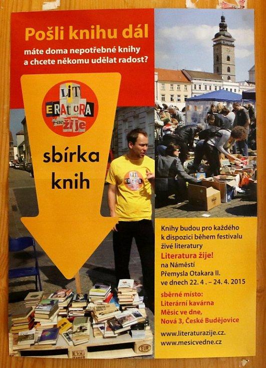 Štáb českobudějovického festivalu Literatura (ne)žije chystá druhý ročník. Stejně jako loni mu předchází sbírka knih, kdy mohou lidé nepotřebné svazky nosit do kavárny Měsíc ve dne.
