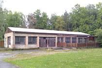 Budova bývalé Oázy je v dnešní době opuštěná, postupem času chátrá a dělá celému parku spíše ostudu. Ilustrační foto.