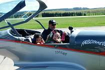 Příznivcům létání patřily uplynulé dva dny. Pozvání na víkendový slet ultralehkých letadel i navzdory větrnému počasí využili nejen majitelé strojů,  z nichž mnozí do Plané u Českých Budějovic přiletěli dokonce i ze zahraničí.