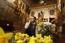 Ludmila Jánská si dává při výzdobě Lorety v Římově záležet.