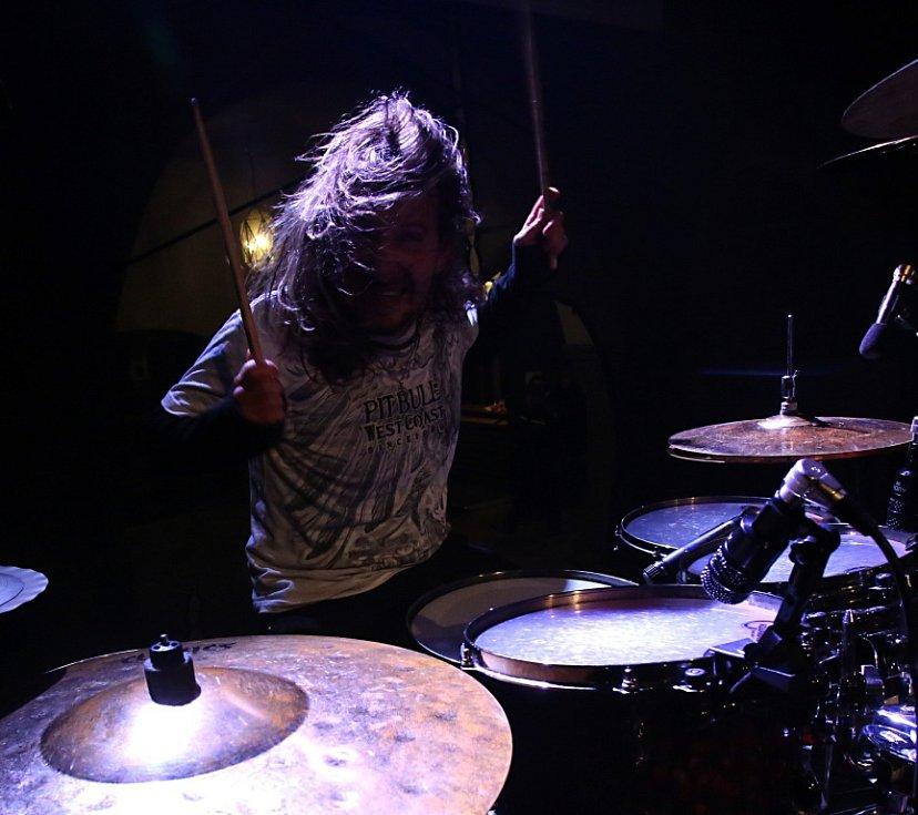 Na Svatováclavských slavnostech v Českém Krumlově hrála 26. září rocková Supergroup. Na snímku bubeník Miloš Meier.