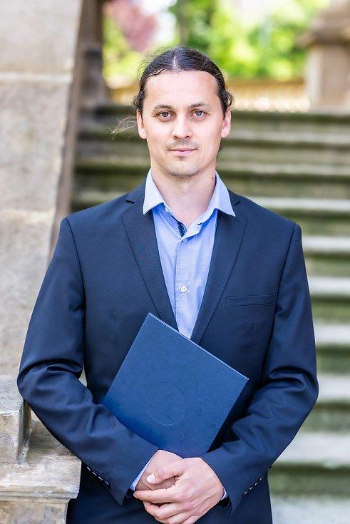 Jan Klečka se věnuje výzkumu ekologických sítí, zejména se zabývá vztahy rostlin a opylovačů a také vztahy mezi dravým hmyzem a jeho kořistí.