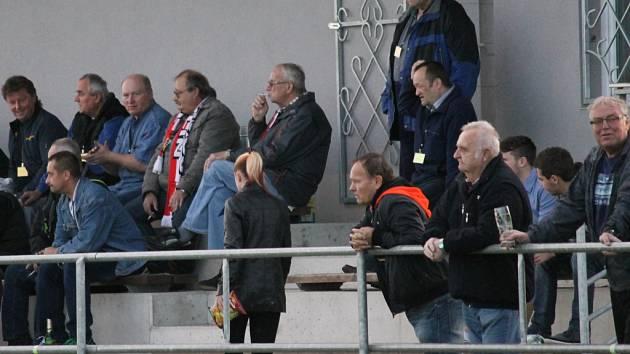 Z farmářského celku v Temelíně se stane od příští sezony béčko Olešníka, o fotbal ale diváci pod elektrárenskými věžemi nepřijdou: hrát se i nadále bude na stadionu Slavoje.