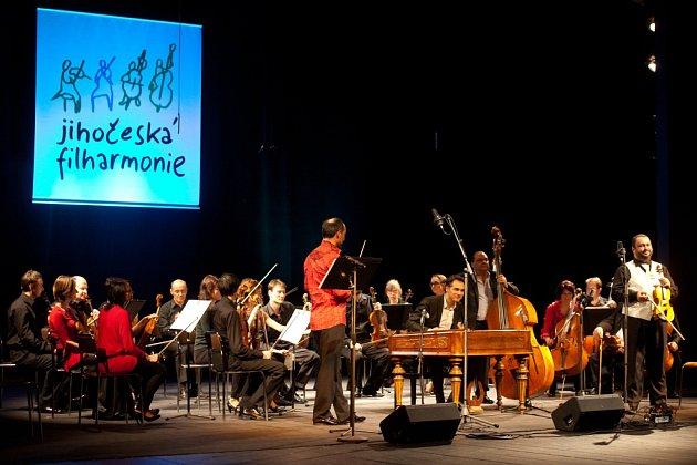 Jihočeská komorní filharmonie na koncertě snázvem Cikánská fantazie, březen 2015.