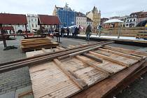 Konec trhů na českobudějovickém náměstí.