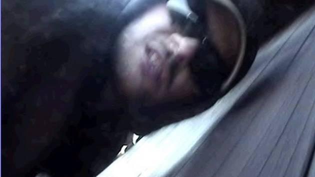 Pohled do kamery se vymstil zlodějům z Máje. Ilustrační foto.
