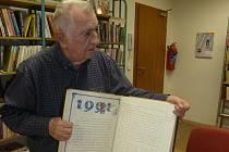 Kroniku v Úsilném vedl více než čtyřicet let Václav Mrázek.