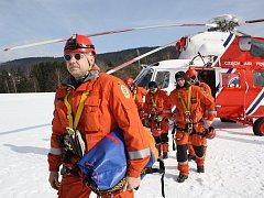 O bezpečí návštěvníků Šumavy se postará 11 členů horské služby.  Ti hlídají území o rozloze 1200 km čtverečních.