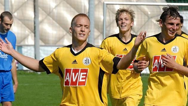 Michal Kaňák se raduje z jednoho ze svých tří gólů, které v sobotu nastřílel za juniorku Dynama v zápase s Ovčáry. Trefí se i ve středu proti Písku?